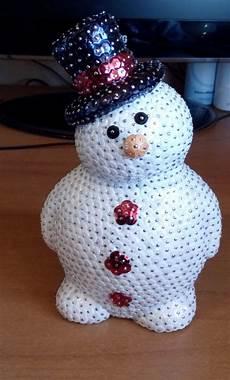 come fare un pupazzo di neve con bicchieri di plastica pupazzo di neve con bottoni e cappello per la casa e per