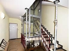 treppenhaus nachträglich anbauen aufzug innen einbauen personenaufzug