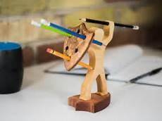 Sachen Aus Holz Bauen - stiftehalter aus holz ritter mit schild und speer