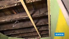 plafond lambris bois poser un lambris au plafond vid 233 o bricolage gamma