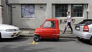 Worlds Smallest Car Peel P50 Drives Into North Sydneys