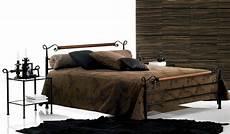 Lit Fer Forgé Noir Lit Fer Forg 233 Laqu 233 Noir Zefirela Lit Bed Furniture