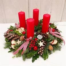 adventskranz rot klassisch weihnachtsdeko adventsgesteck