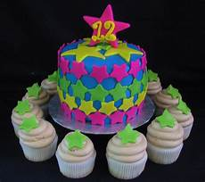 Fondant Torte Kindergeburtstag - fondant birthday cake with cupcakes the twisted sifter