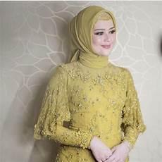 7 Inspirasi Kebaya Warna Kuning Untuk Lamaran Cerah Ceria