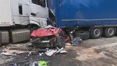 Tödlicher Unfall - t 246 dlicher unfall auf der a13 in brandenburg zwei frauen