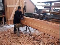 holz auf alt bearbeiten file rundholz bebeilen mit dem breitbeil jpg wikimedia