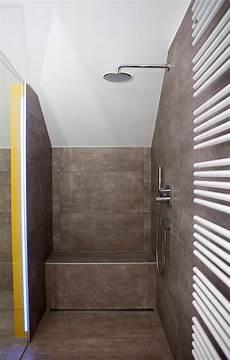 dusche unter dachschräge tipps f 252 r walk in dusche gemauert dachschr 228 ge angepasst