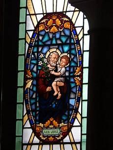 Gambar Jendela Gereja Warna Warni Bahan Kaca