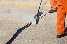 asphalt risse ausbessern asphalt reparieren 187 reparaturanleitung