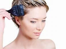 gelbstich haare entfernen hausmittel tipps mit denen du den gelbstich entfernen kannst