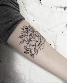 tatouage fleur de lotus poignet signification