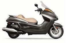 2013 yamaha majesty the 400cc maxi scooter autoevolution