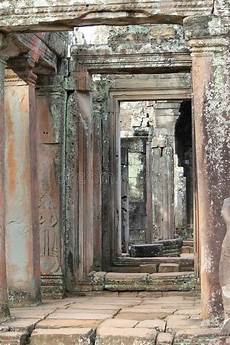 altes gesicht bewahren daemmung historischer bayon tempel in angkor kambodscha stockbild bild