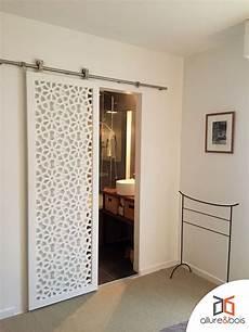porte coulissante en bois et peinte en blanc