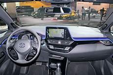 Toyota C Hr 2016 Sitzprobe Bilder Autobild De