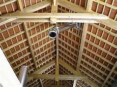 conduit de cheminée distance minimum conduit de chemin 233 e poutres toitures