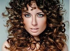 Naturlocken Frisuren Zum Nachmachen - romantische frisur mit naturlocken lange frisuren mit locken