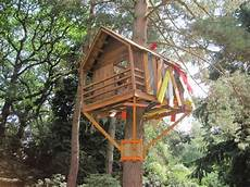 baumhaus bauen anleitung treehouse 169 paddy griffin cc by sa 2 0 geograph
