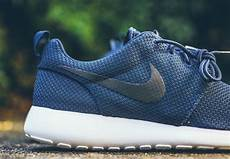 nike roshe run quot midnight navy quot available sneakernews