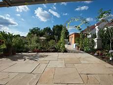 natur pur terrassengestaltung mit naturstein