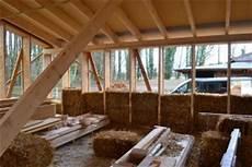 Haus Selber Bauen Anleitung - strohballenhaus vorteile und nachteile des strohballenbau