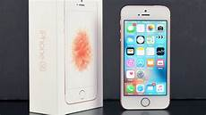 apple iphone se unboxing review
