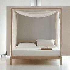 letto baldacchino legno letti a baldacchino di design letto in legno con veli