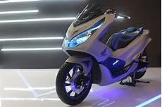 Modifikasi Stiker Pcx 2018 by Honda Pcx 2018 Dimodif Bergaya Futuristik Modifikasi