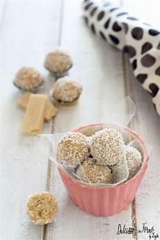 dolcetti con wafer sbriciolati tartufini veloci ai wafer cocco e ricotta ricette dolcetti idee alimentari
