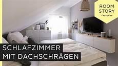 schlafzimmer einrichten mit schräge schlafzimmer mit dachschr 228 ge einrichten roombeez
