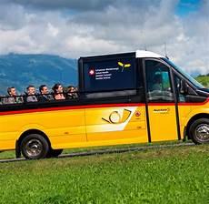 offener wagen mit verdeck h 246 hensonne auf dem gelben wagen cabrio in der schweiz