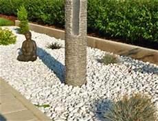 Gartengestaltung Mit Steinen Und Kies Garten Modern