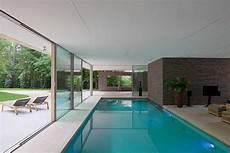 haus mit innenpool kaufen indoor pool mit direktem anschluss zum garten kleiner