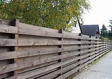 Sichtschutz Garten Selbst Gemacht Blickdichter Bretterzaun Horizontal Genagelt