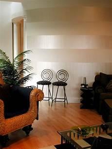 wohnzimmer streichen ideen streifen horizontal stripes flat white with pearl white modern