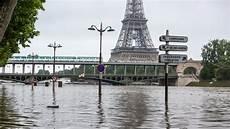danse quai de seine 2016 direct inondations 224 la seine sur le point de