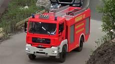 Mobil Pemadam Kebakaran Remote Menyemprotkan Air