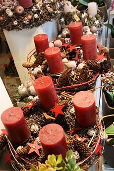 adventskranz aus weide mit roten kerzen advent wreath