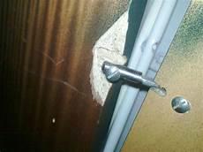 Schrank Scharniere Reparieren - t 252 r schanier aus schrank rausgebrochen siehe foto wie