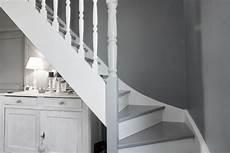 peindre un escalier en blanc escalier blanc et gris constructeur de maisons m 232 tre