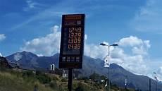 prix du diesel en espagne en espagne les stations service profitent de la flamb 233 e des prix des carburants en