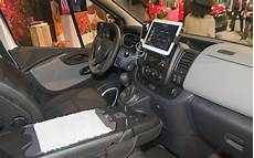 Renault Trafic Interieur Renault Makes New Trafic An Office On Wheels Business Vans