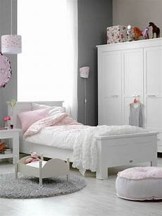 kinderzimmer graue wandfarbe rosa akzente wei 223 er schrank