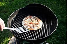 pizza au barbecue weber barbecue weber recette pizza