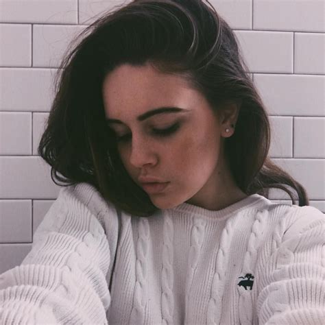 Bea Miller Cleavage