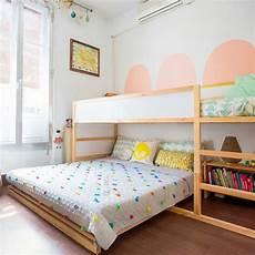 kinderzimmer hochbett ideen hochbett und doppelbett im geteilten kinderzimmer