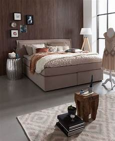 boxspringbett mit kissen set verwandelt ihr schlafzimmer