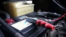 le sur batterie d 233 marrer une voiture utiliser un chargeur de batterie