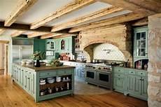 Landhausküche Mit Kochinsel - k 252 che kolonialstil einrichten gr 252 ne holz kochinsel